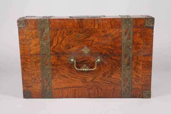 Small Baroque-style travel chest - photo 6