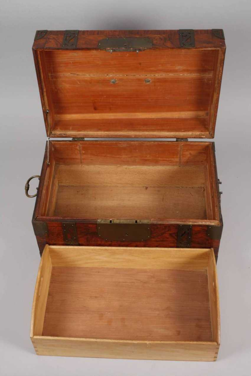 Small Baroque-style travel chest - photo 7