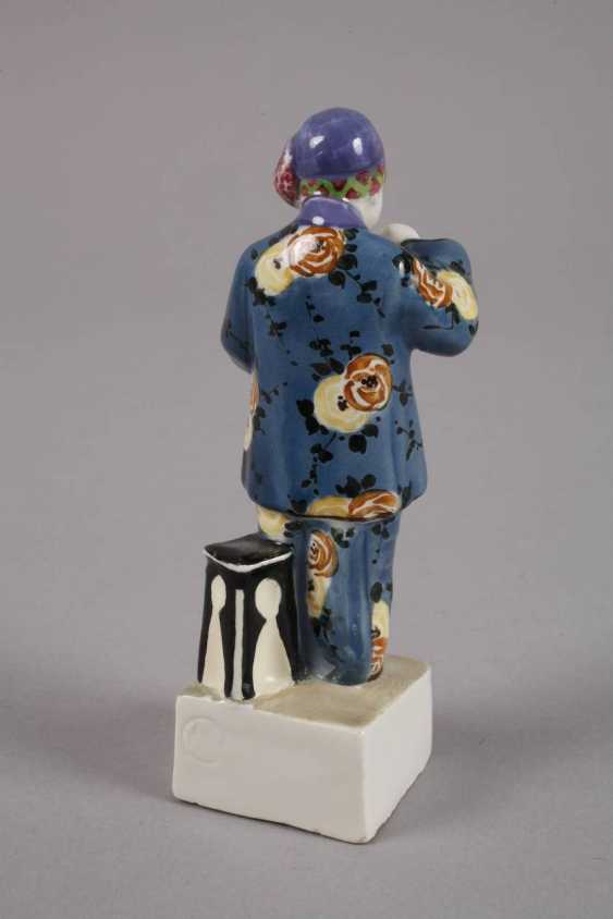 Small figure of Chinese woman with Vase - photo 3