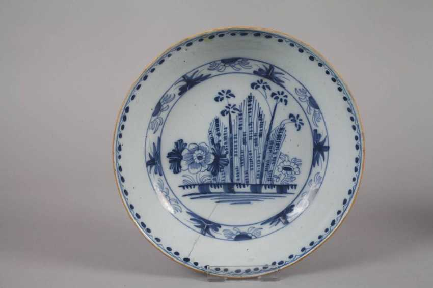 Plate and bowl in blue painting - photo 2