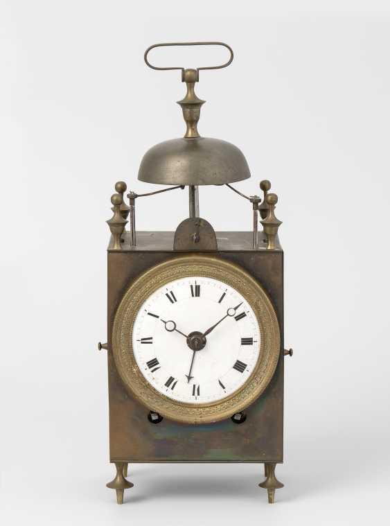 Capucine with alarm clock - photo 1