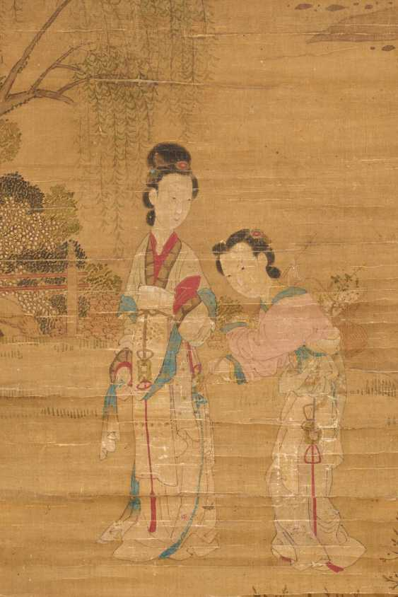 Cui Zizhong (1574 - 1644). Elegant lady in the company during a walk in the spring - photo 2
