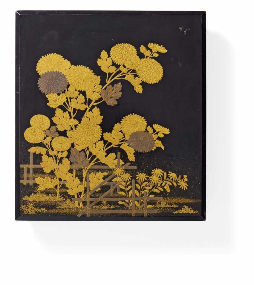 Writing box suzuribako with chrysanthemums - photo 1