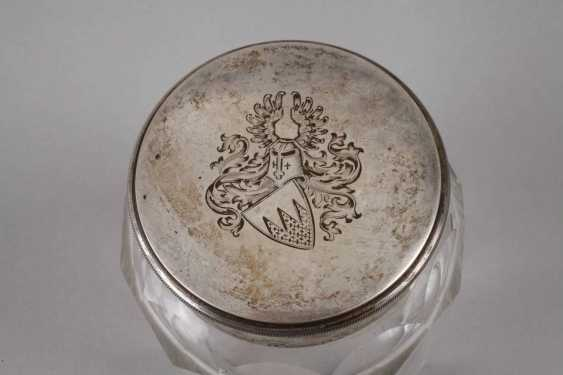 Lidded box with a knight's coat-of-arms - photo 2
