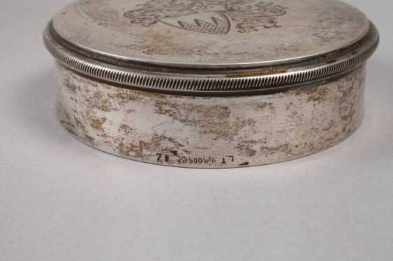 Lidded box with a knight's coat-of-arms - photo 4