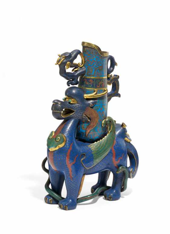 The altar in the Form of a mythical animal with ritual pot - photo 1