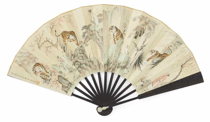 Fan painted with eight tigers and the Bagong - photo 1