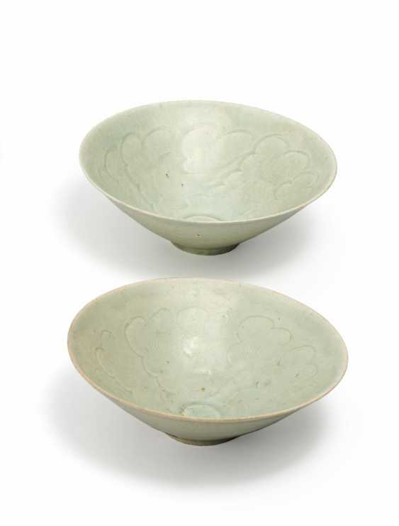 Pair of bowls with clouds pattern - photo 1