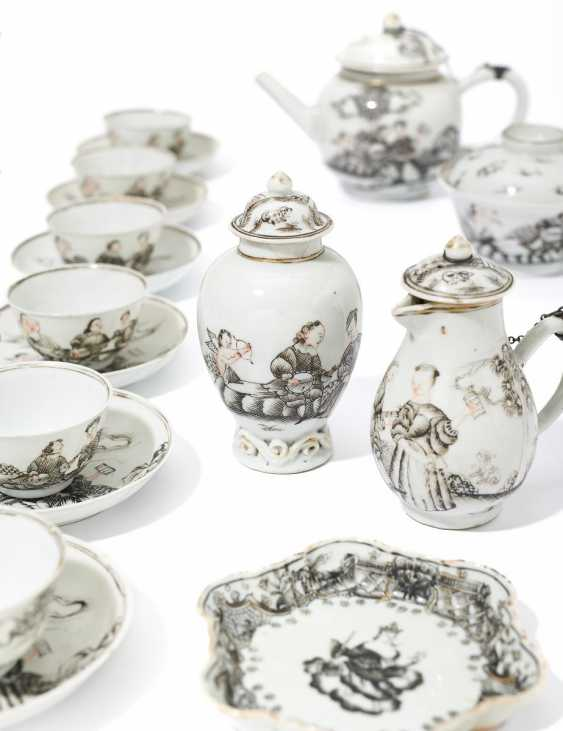Tea set with loving couples and cupids - photo 1