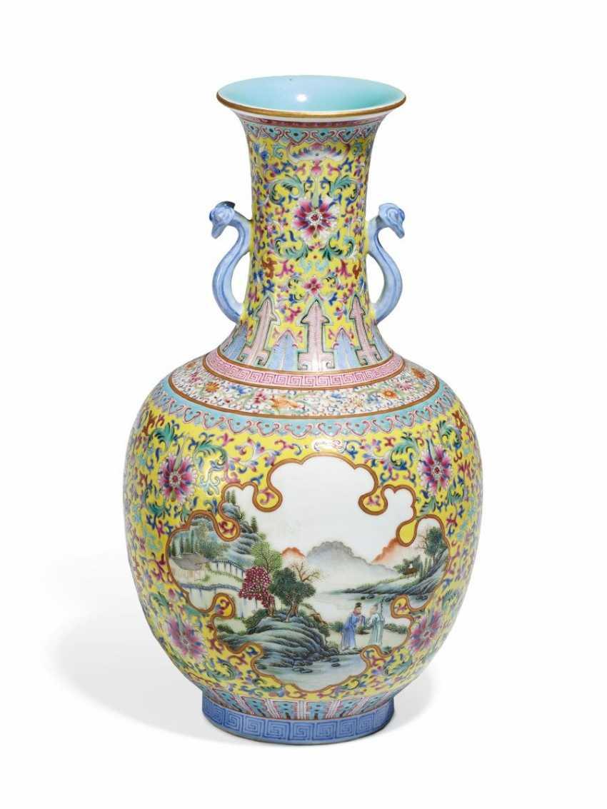 Vase in shangping-Form mit Landschaften - photo 1