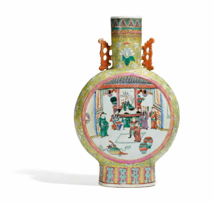 Large pilgrim bottle with Roman scenes - photo 1
