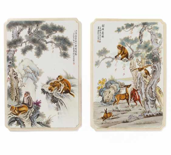 Pair of large plates with monkeys and deer - photo 1