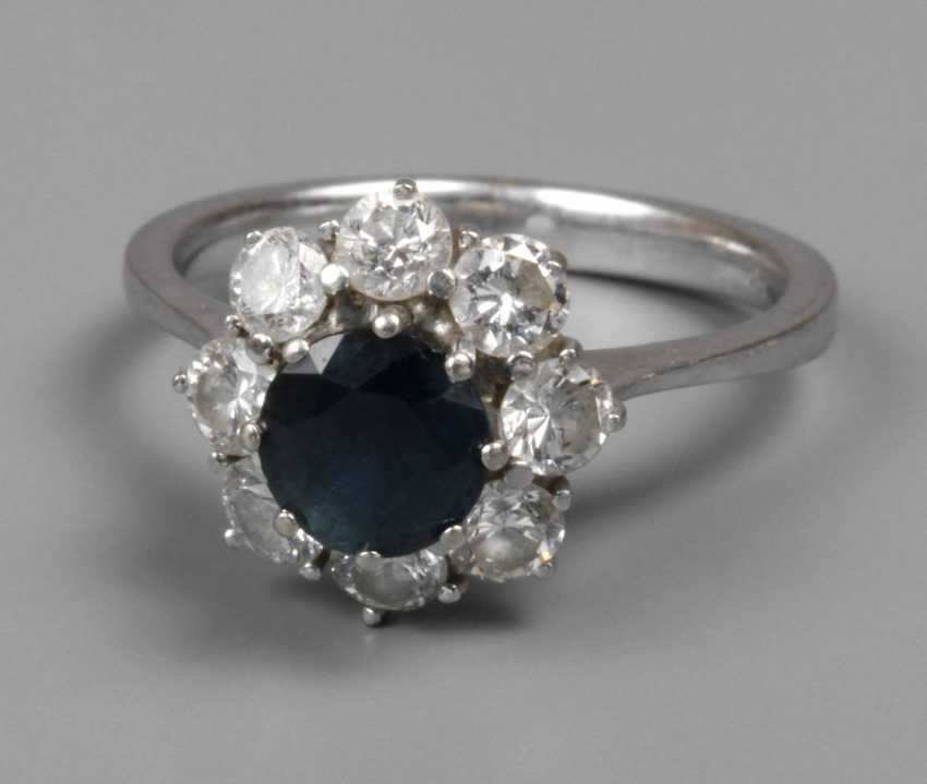 Ladies ring with sapphire and diamonds - photo 1