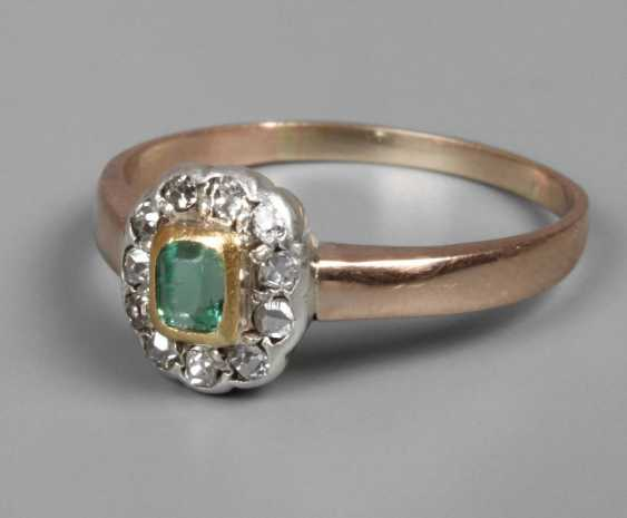 Ladies ring with emerald and diamonds - photo 1