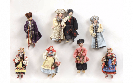 Rare set of 8 dolls, representing... - photo 1