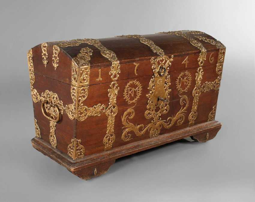 Around The Lid Of A Chest In Baroque - photo 1