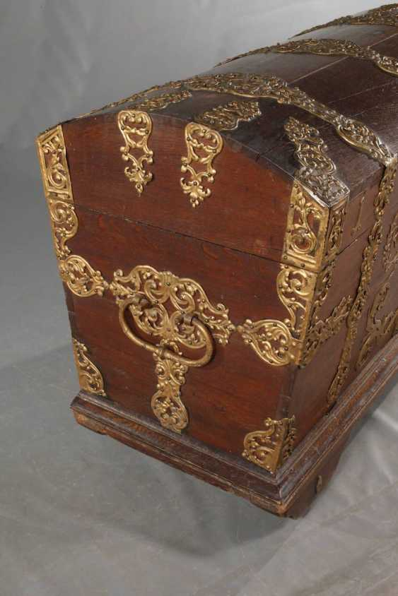 Around The Lid Of A Chest In Baroque - photo 4