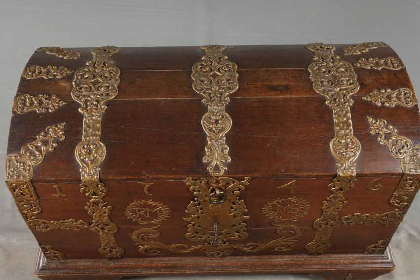 Around The Lid Of A Chest In Baroque - photo 7