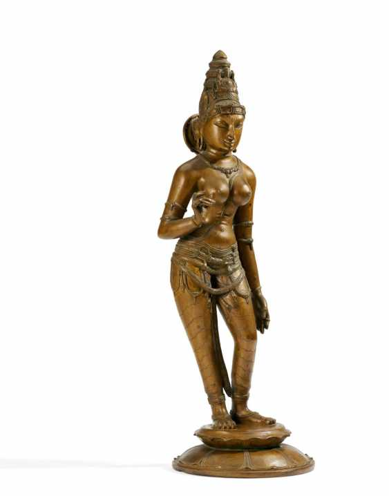 Impressive large figure of the mother goddess Parvati - photo 1
