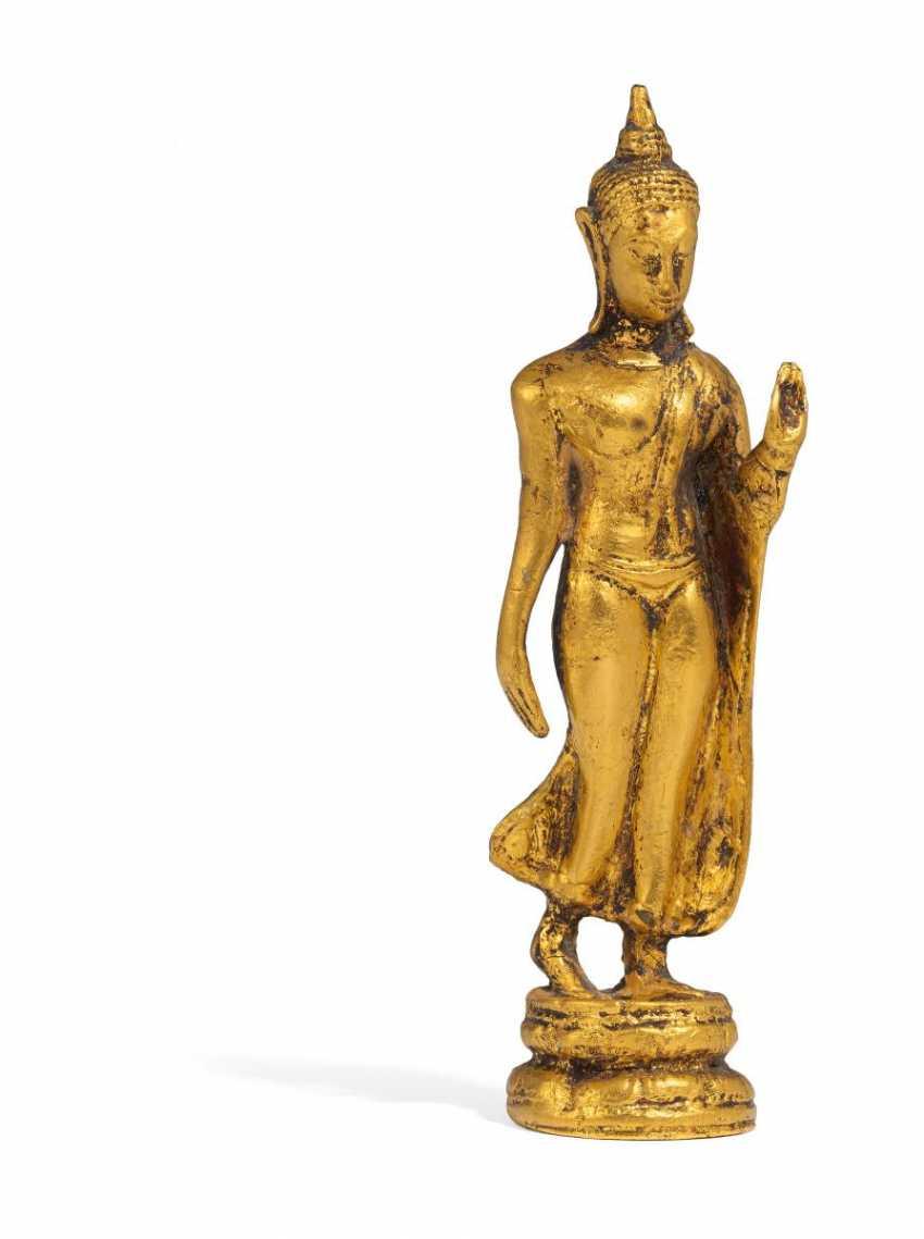 Schreitender Buddha - Foto 1