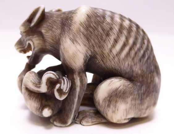 Netsuke: Wolf mit Affe - photo 2