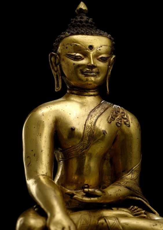 FINE FIRE-GILDED BRONZE OF THE BUDDHA SHAKYAMUNI - photo 2