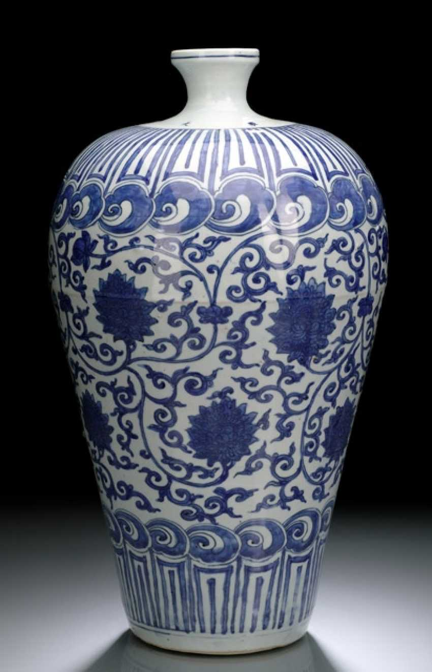 A FINE AND RARE IMPERIAL MEIPING WITH LOTUS DECOR