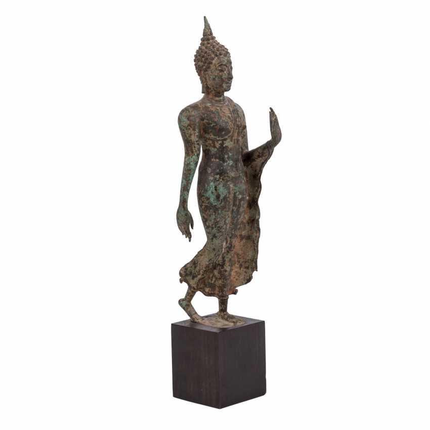 Striding Buddha Bronze. THAILAND, around 1900. - photo 1