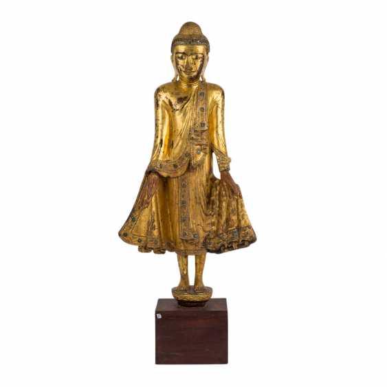 Wood figure of the standing Buddha. THAILAND, 20. Century. - photo 1