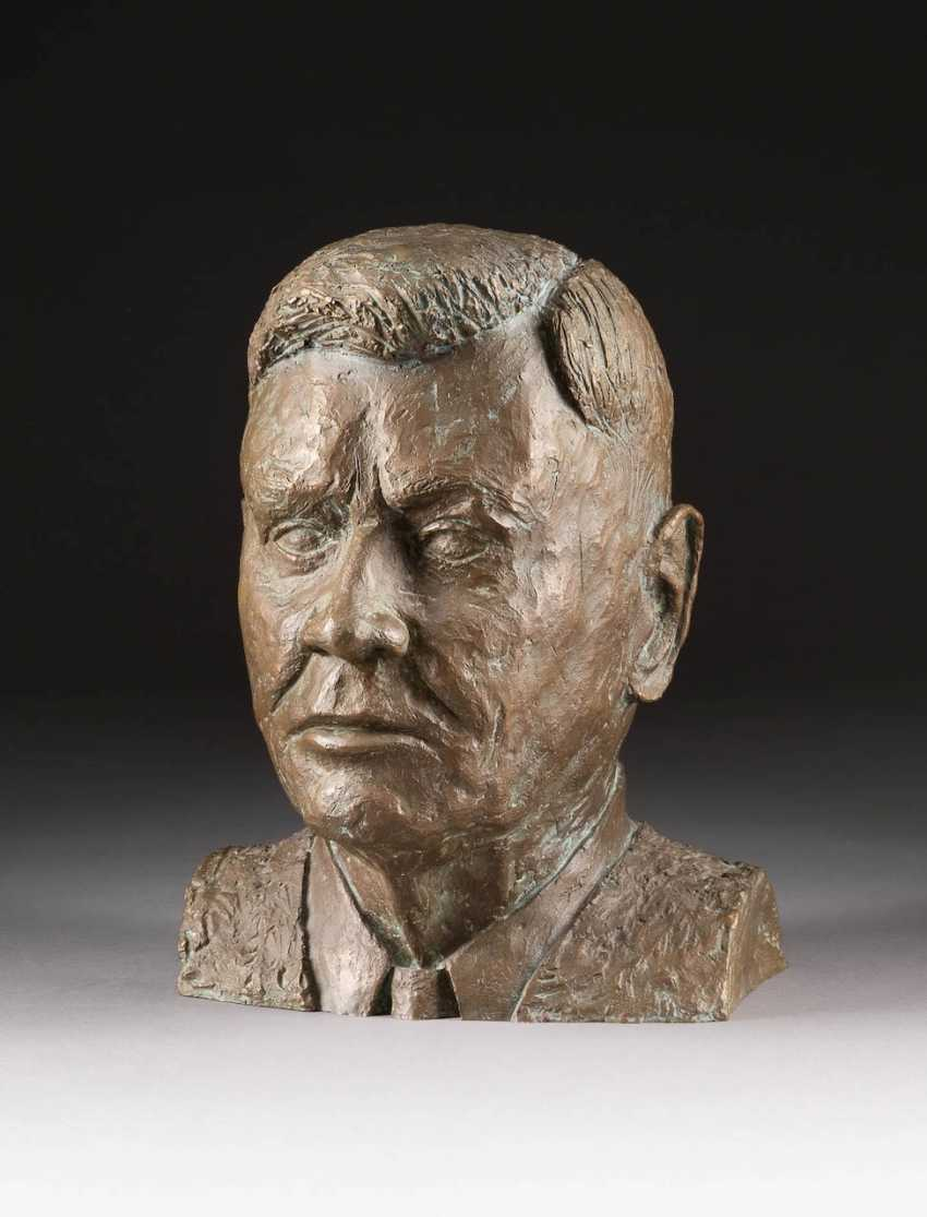 W. KLEVER Operates in the 2. Half of the 20th century. Century. BUST OF JOHN F. KENNEDY - photo 1