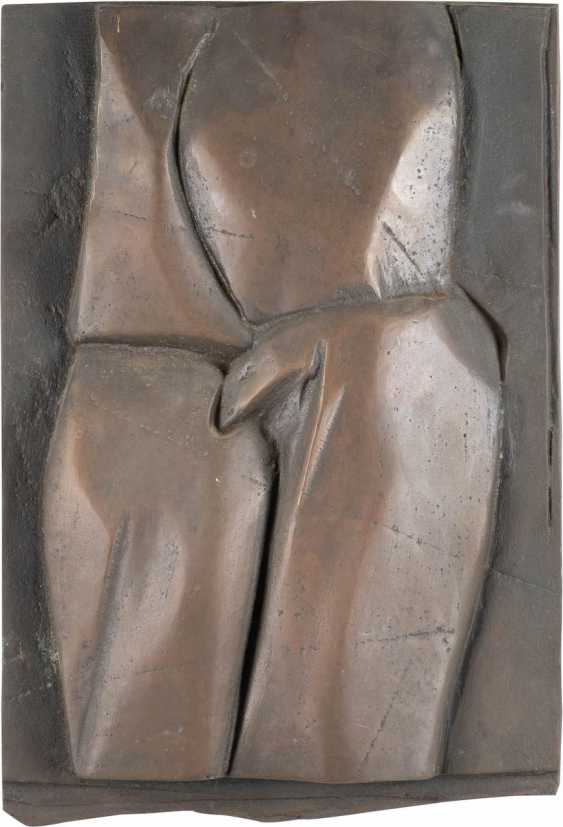 HELMUT LANDER, 1924 in Weimar, 2013 Darmstadt, Germany. PAIR OF BRONZE RELIEFS 'TORSOS' - photo 1