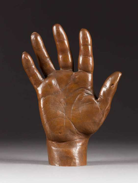 MODERN image sculptor Active in the 20th century. Century. LARGE BRONZE HAND - photo 1