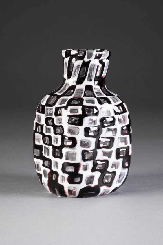 TOBIA SCARPA in 1935, Venice VASE 'OCCHI' (DESIGN 1959). Type: Italy, Venini & C., 2. Half of the 20th century. Century - photo 1