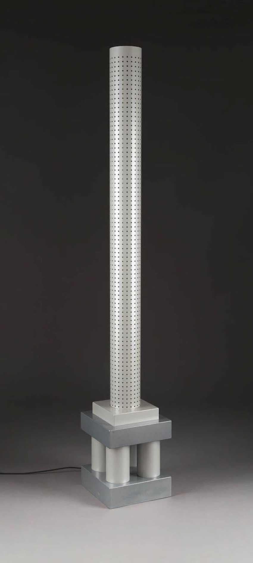 MATTEO THUN 1952 Bolzano (Italy). FLOOR LAMP 'CHICAGO TRIBUNE' (DRAFT 1985) - photo 1