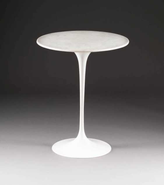 EERO SAARINEN (ATTRIBUTED) 1910 Kirrkonummi - 1961 Ann Arbor. TABLE 'TULIP TABLE' - photo 1