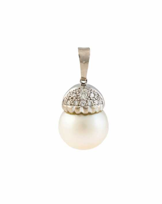 PENDANT WITH SOUTH SEA PEARL AND DIAMOND TRIMMING - photo 1