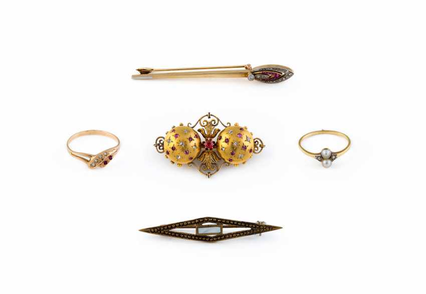 COLLECTION OF HISTORICAL JEWELRY - photo 1