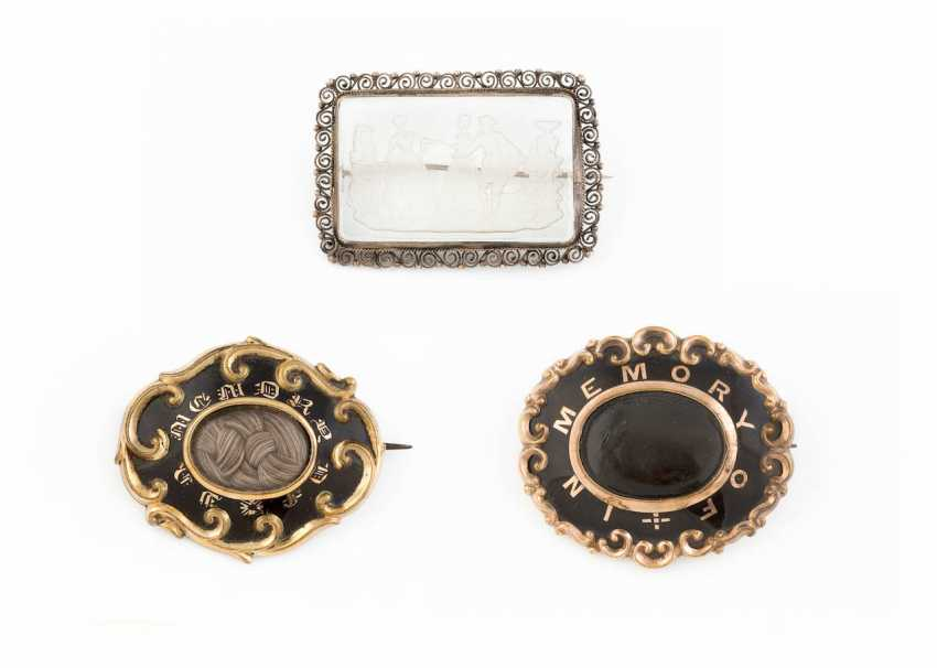COLLECTION OF HISTORICAL BROOCHES - photo 1