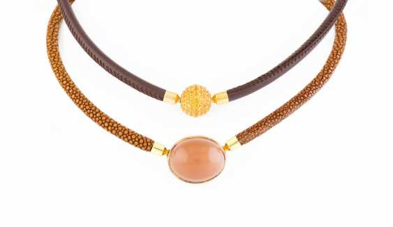 NECKLACE WITH ALTERNATING CLOSE - photo 1