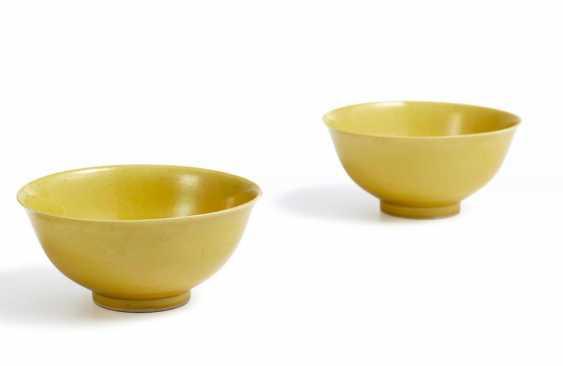 Pair of rare yellow glazed bowls - photo 2