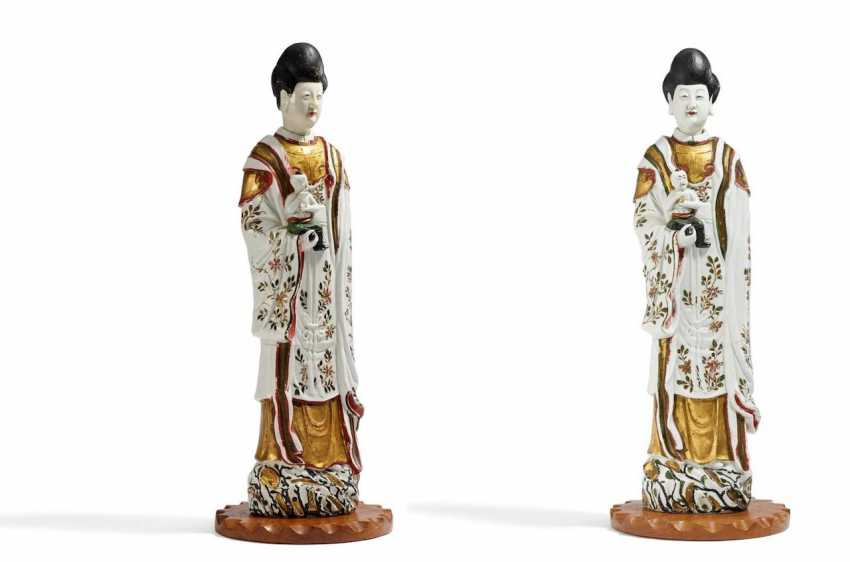 Pair of rare, large Guanyin with boys - photo 1