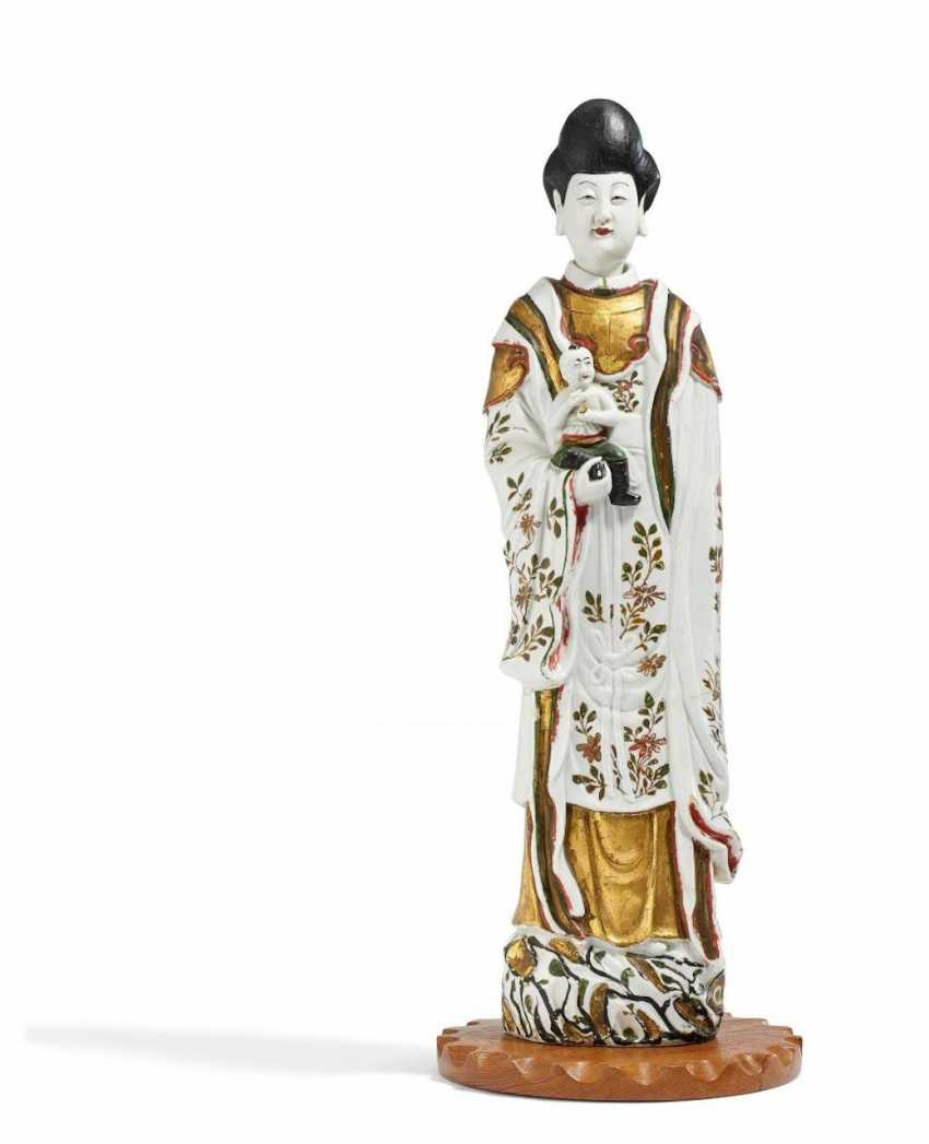 Pair of rare, large Guanyin with boys - photo 3