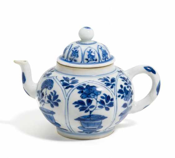 Small teapot with peonies - photo 1