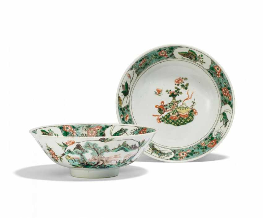Pair of large bowls with flowers, insects, and the Hundred Antiques - photo 1
