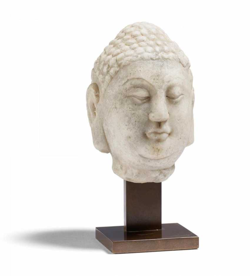 A very fine marble head of a Buddha - photo 1
