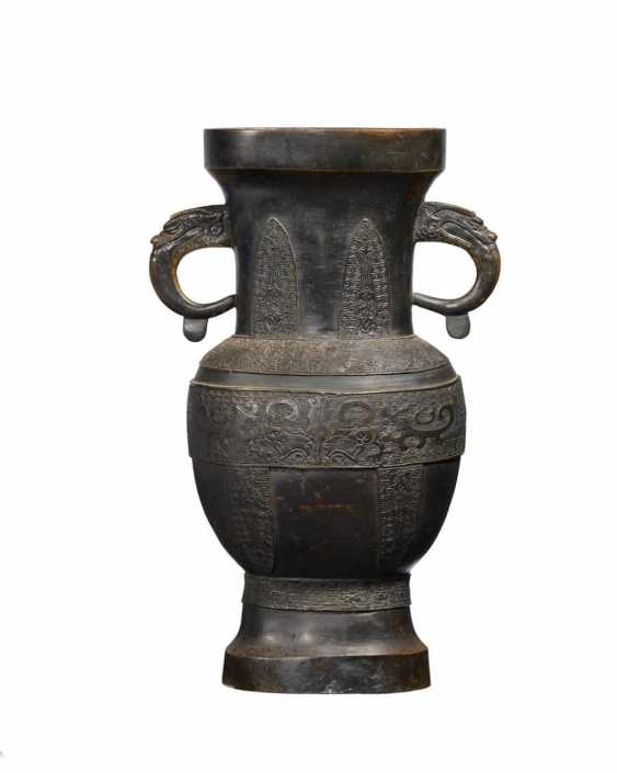 Large altar vase with dragon handles - photo 1