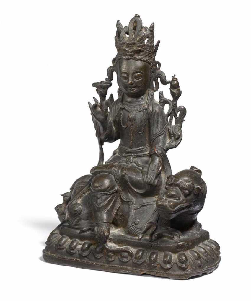 Bodhisattva Wenshu on a lion - photo 1