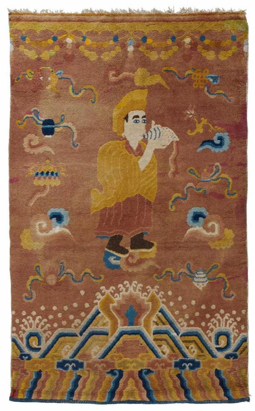 Pillar rug with Lama and the Eight Buddhist Treasures - photo 1