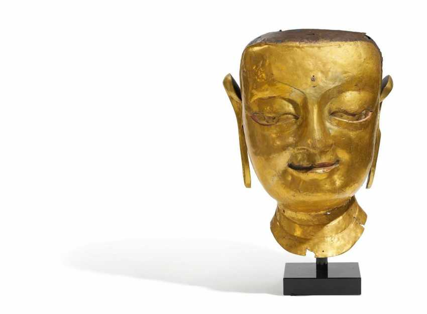 Larger-than-life head of a Buddhist figure - photo 1