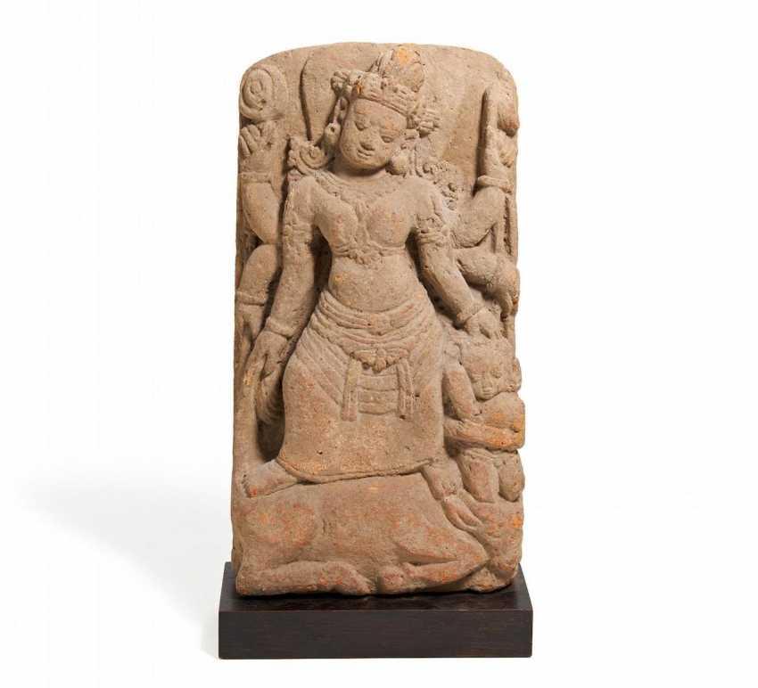 Sechsaramige Durga as the Conqueror of the Buffalo demon Mahisha - photo 1